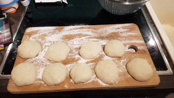 Pita Brot - geformte Teiglinge