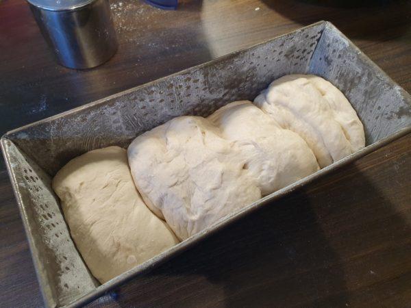 Toast - Teig in der Kastenform